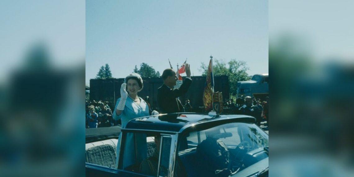 El príncipe Felipe con los bisnietos