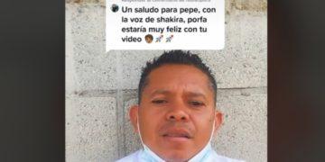Juan Carlos se ha hecho viral por compartir mensajes imitando a Shakira. Fuente: Tik Tok juank2384