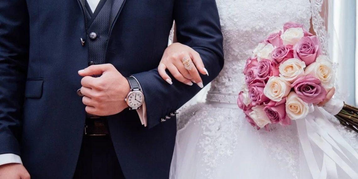 Esposos invitados boda