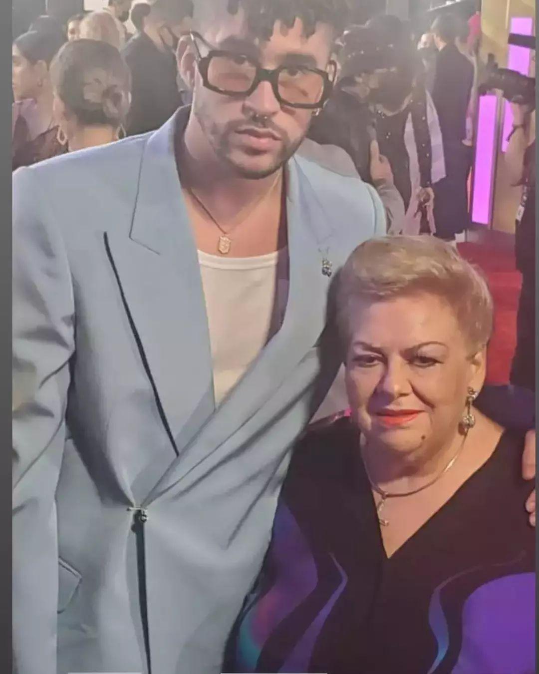 """""""Eres un inútil"""": Paquita la del Barrio insultó a Bad Bunny en vivo durante los Billboard Latino"""